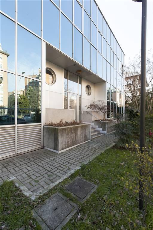 Ufficio-studio in Affitto a Corsico: 5 locali, 750 mq