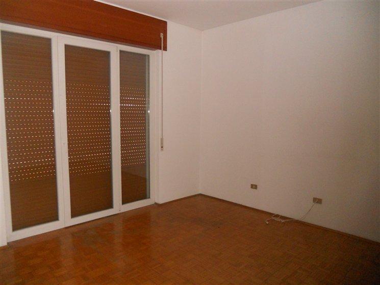 Appartamento in affitto a Zanè, 6 locali, zona Località: CENTRO, prezzo € 450 | Cambio Casa.it