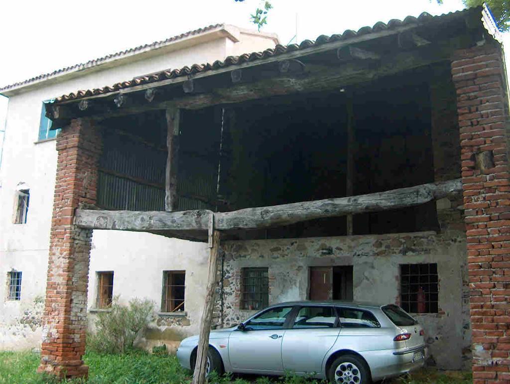 Rustico / Casale in vendita a Carrè, 8 locali, zona Località: ZONA FRONTE CIORLY, prezzo € 300.000 | CambioCasa.it