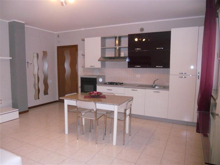 Appartamento in affitto a Zugliano, 2 locali, prezzo € 420 | Cambio Casa.it