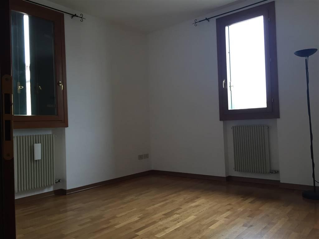 Appartamento in vendita a Zugliano, 3 locali, zona Località: CENTRO, prezzo € 65.000 | CambioCasa.it
