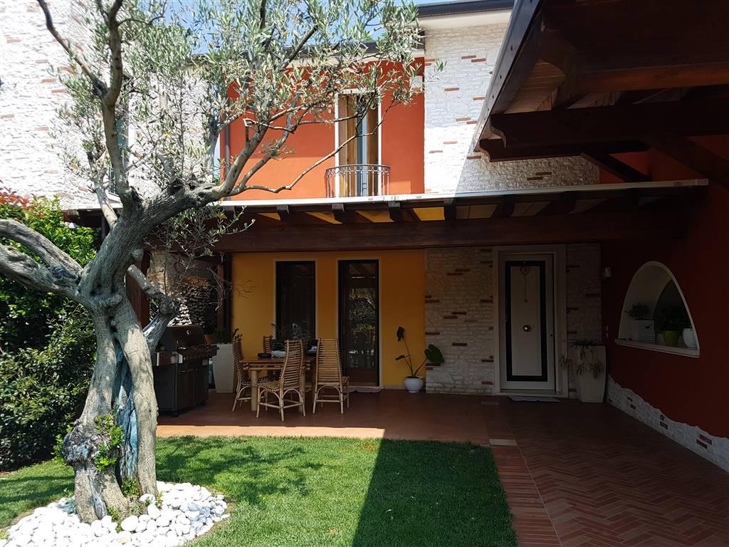 Appartamento in vendita a Zugliano, 8 locali, prezzo € 450.000 | Cambio Casa.it