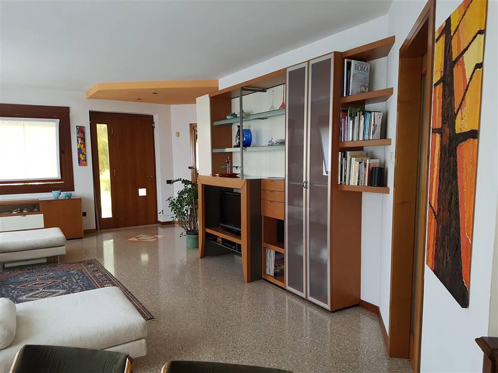 Appartamento in vendita a Zugliano, 8 locali, zona Zona: Centrale, prezzo € 470.000 | Cambio Casa.it