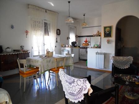 Soluzione Indipendente in vendita a Sinalunga, 5 locali, prezzo € 180.000 | CambioCasa.it