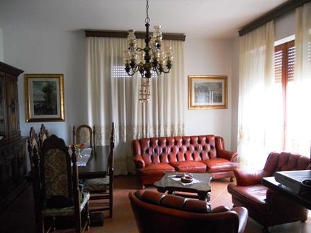 l'appartamento si trova in ottima posizione centrale e tranquilla e collocato al primo piano di un abitazione dove sono presenti solo due unità
