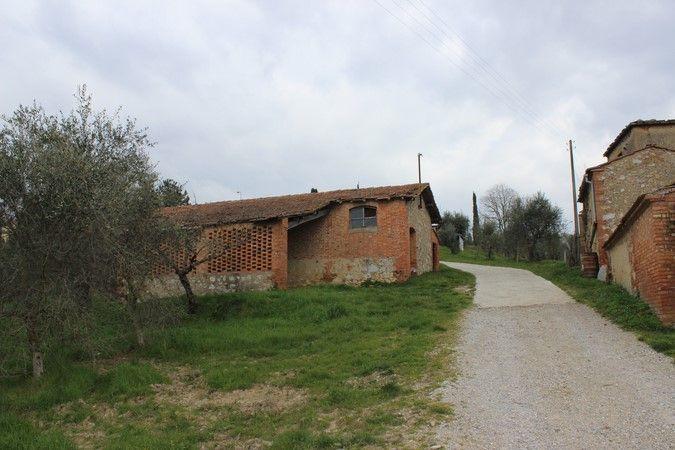 Rustico / Casale in vendita a Trequanda, 8 locali, prezzo € 150.000 | CambioCasa.it