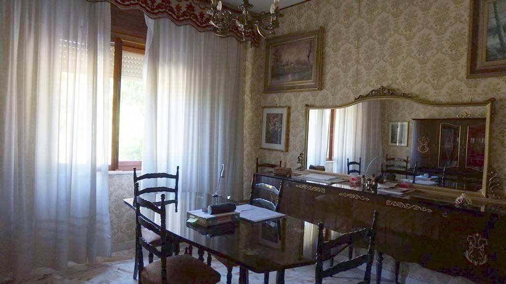 Soluzione Indipendente in vendita a Sinalunga, 6 locali, prezzo € 168.000 | CambioCasa.it