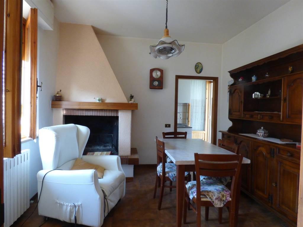 Appartamento in vendita a Torrita di Siena, 8 locali, zona Zona: Torrita, prezzo € 150.000 | CambioCasa.it