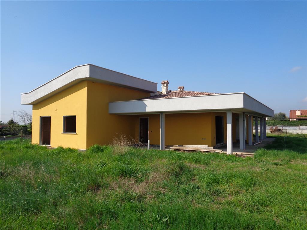 Villa in vendita a Fiano Romano, 4 locali, prezzo € 188.000   CambioCasa.it