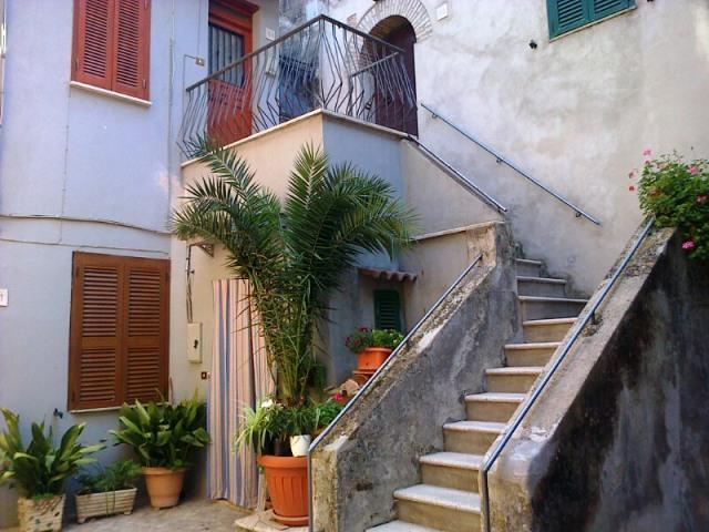 Appartamento in affitto a Filacciano, 2 locali, prezzo € 250 | CambioCasa.it