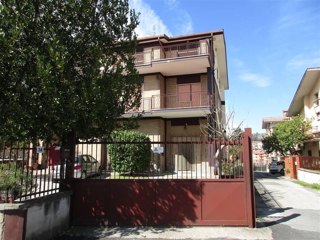 Appartamento in vendita a Fiano Romano, 5 locali, prezzo € 150.000 | CambioCasa.it