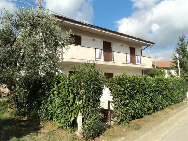 Villa in vendita a Giuliano Teatino, 5 locali, prezzo € 135.000 | CambioCasa.it