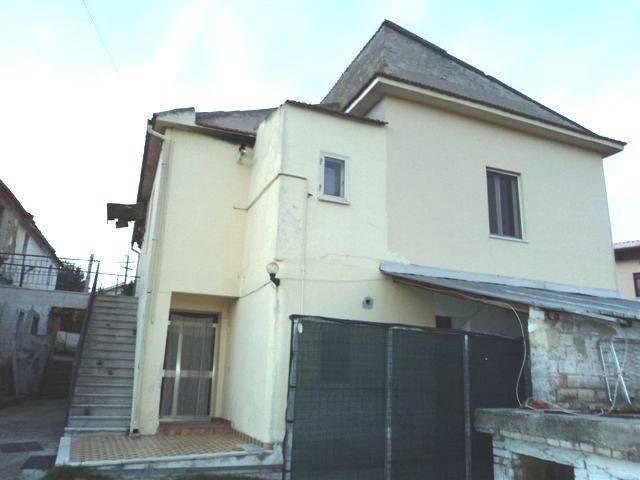 Rustico / Casale in vendita a Francavilla al Mare, 8 locali, prezzo € 115.000 | Cambio Casa.it