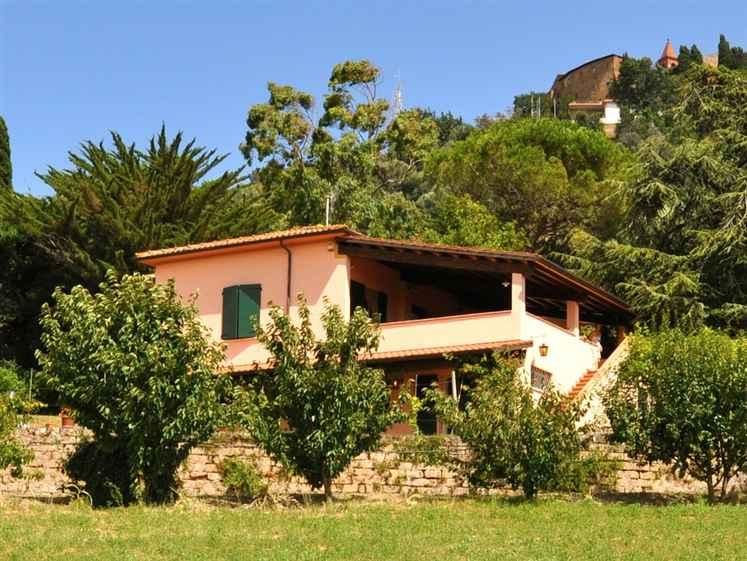 Villa in Vendita a Scarlino: 5 locali, 200 mq