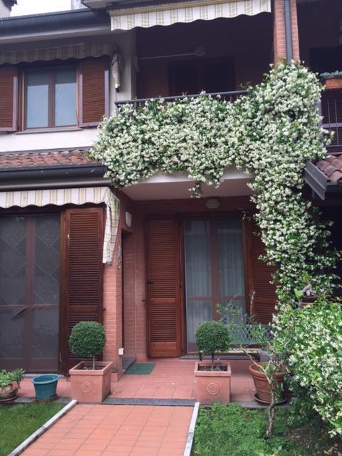 Villa in vendita a Rozzano, 4 locali, prezzo € 570.000 | CambioCasa.it