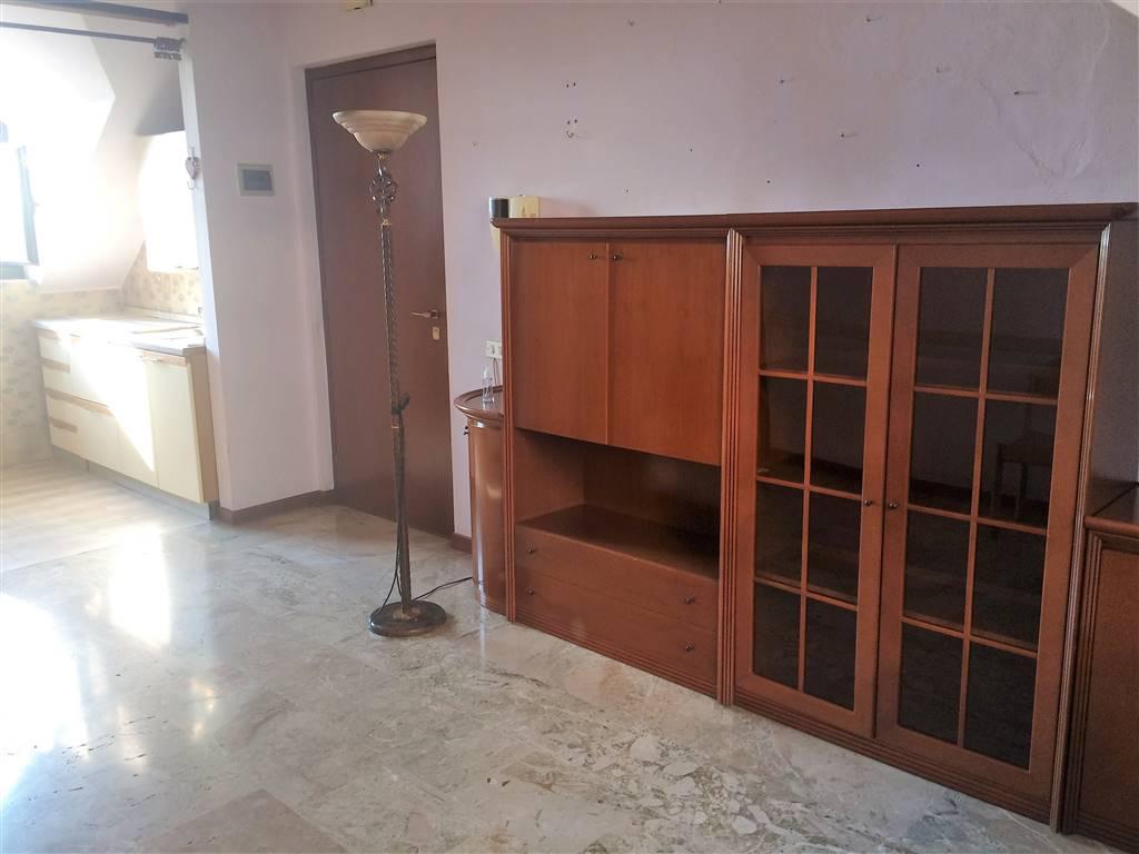 Attico / Mansarda in affitto a Pieve Emanuele, 3 locali, prezzo € 650 | CambioCasa.it