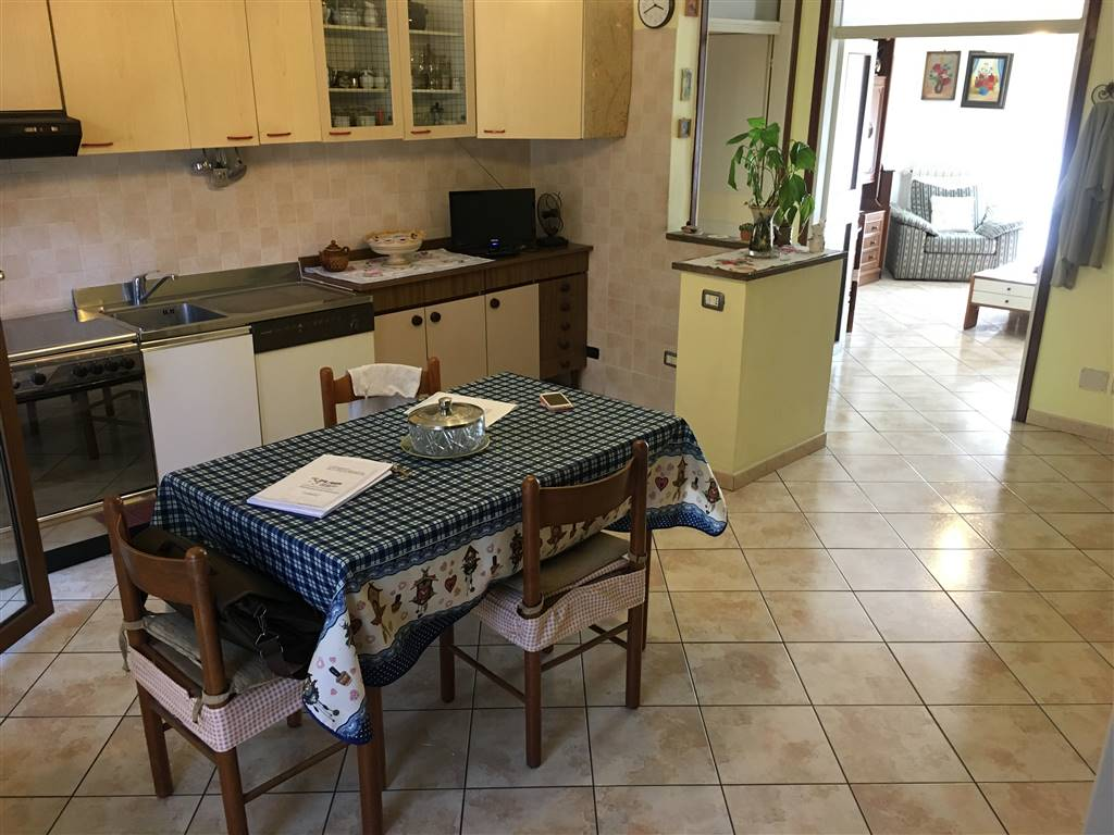 Appartamento in vendita a Pieve Emanuele, 3 locali, prezzo € 135.000 | CambioCasa.it