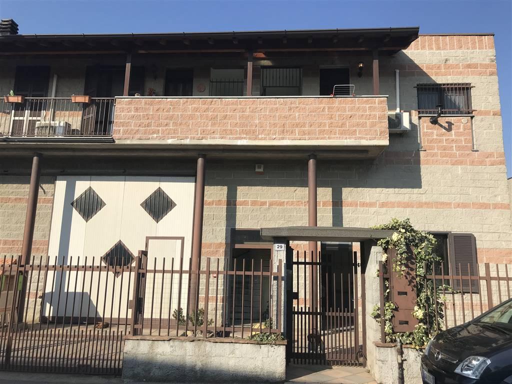 Magazzino in vendita a Roncaro, 7 locali, prezzo € 375.000 | CambioCasa.it