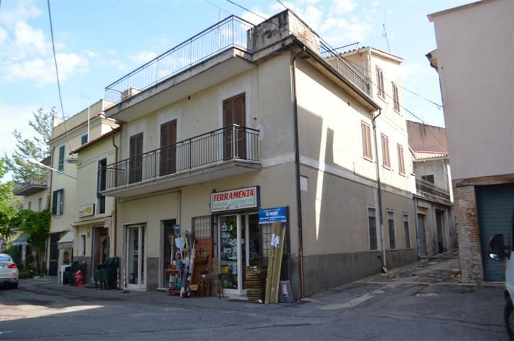 Soluzione Indipendente in vendita a Montebuono, 6 locali, prezzo € 115.000 | CambioCasa.it