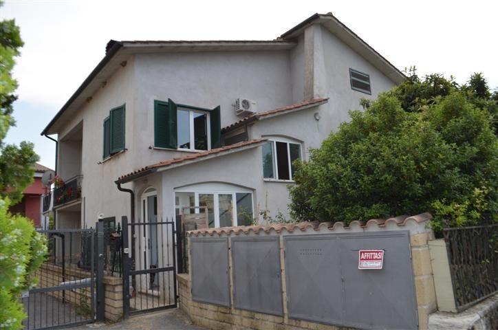 Soluzione Indipendente in vendita a Stimigliano, 9 locali, prezzo € 180.000 | CambioCasa.it