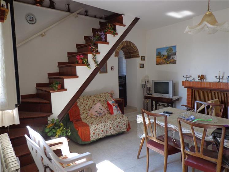 Soluzione Indipendente in vendita a Collevecchio, 4 locali, zona Località: POGGIO SOMAVILLA, prezzo € 49.000 | CambioCasa.it