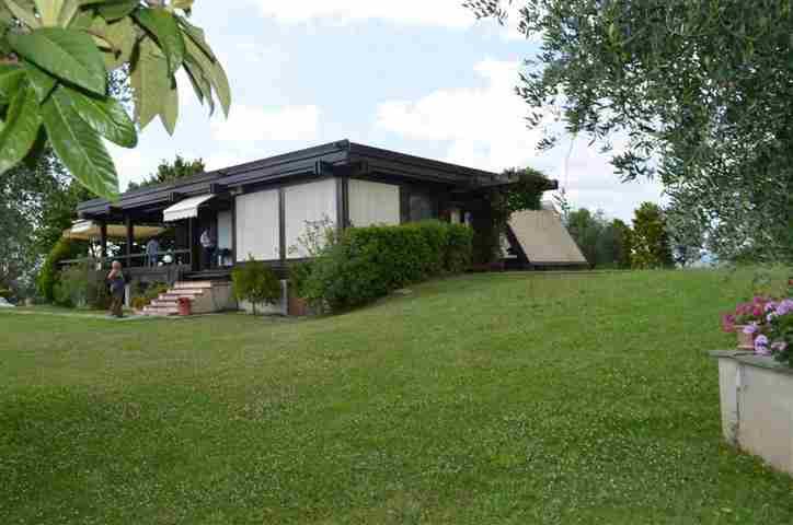 Villa in vendita a Tarano, 4 locali, prezzo € 380.000 | CambioCasa.it