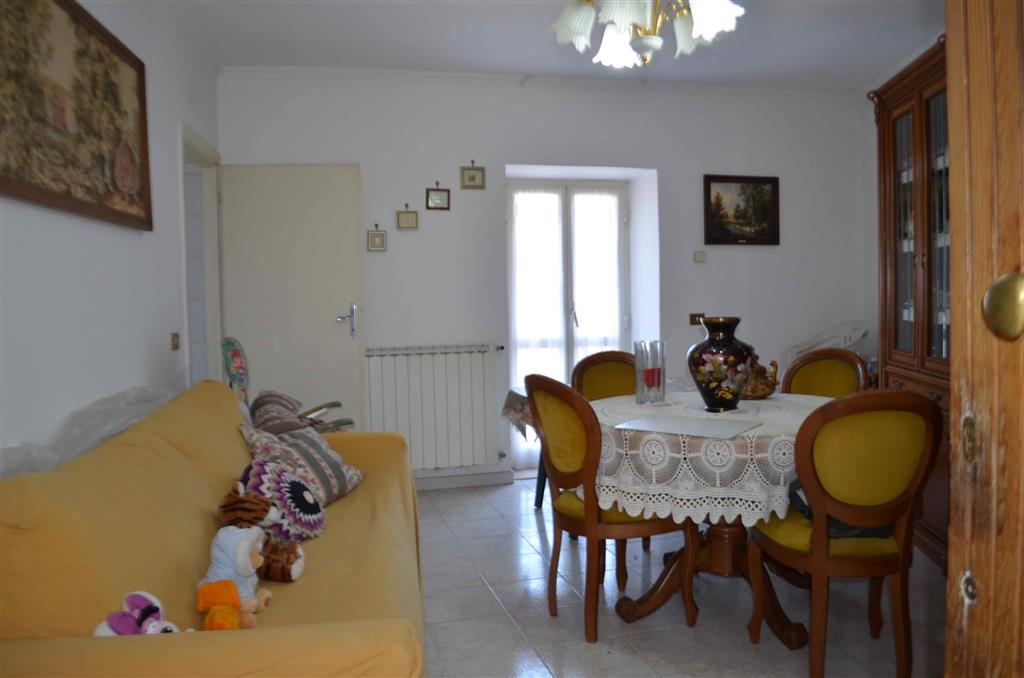 Soluzione Indipendente in affitto a Tarano, 3 locali, prezzo € 300 | CambioCasa.it