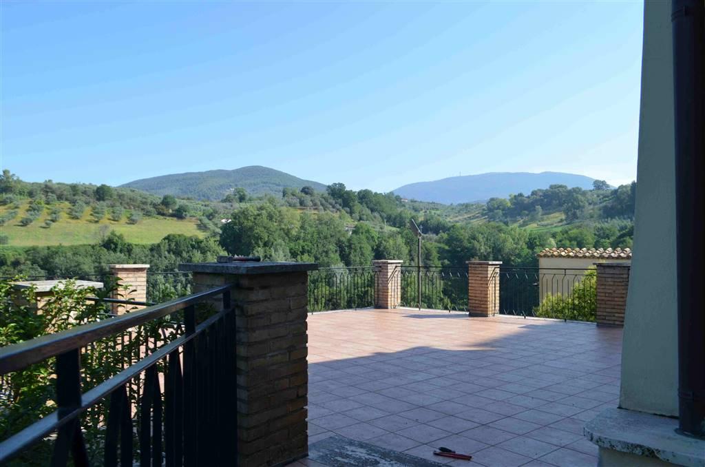 Palazzo / Stabile in vendita a Tarano, 13 locali, prezzo € 298.000 | CambioCasa.it
