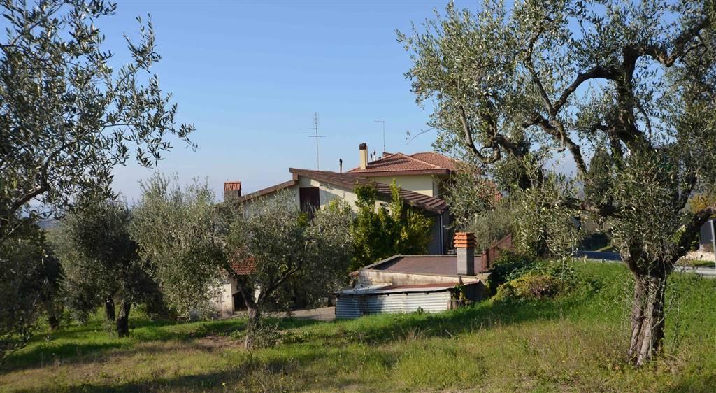 Villa in vendita a Poggio Mirteto, 6 locali, prezzo € 189.000 | CambioCasa.it