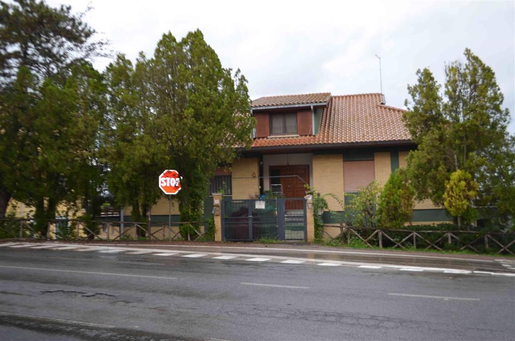 Appartamento in vendita a Magliano Sabina, 6 locali, prezzo € 80.000 | Cambio Casa.it