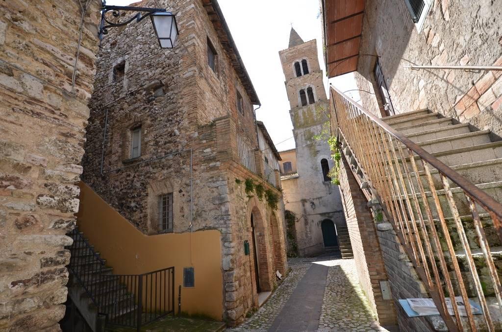 Palazzo / Stabile in Vendita a Torri in Sabina