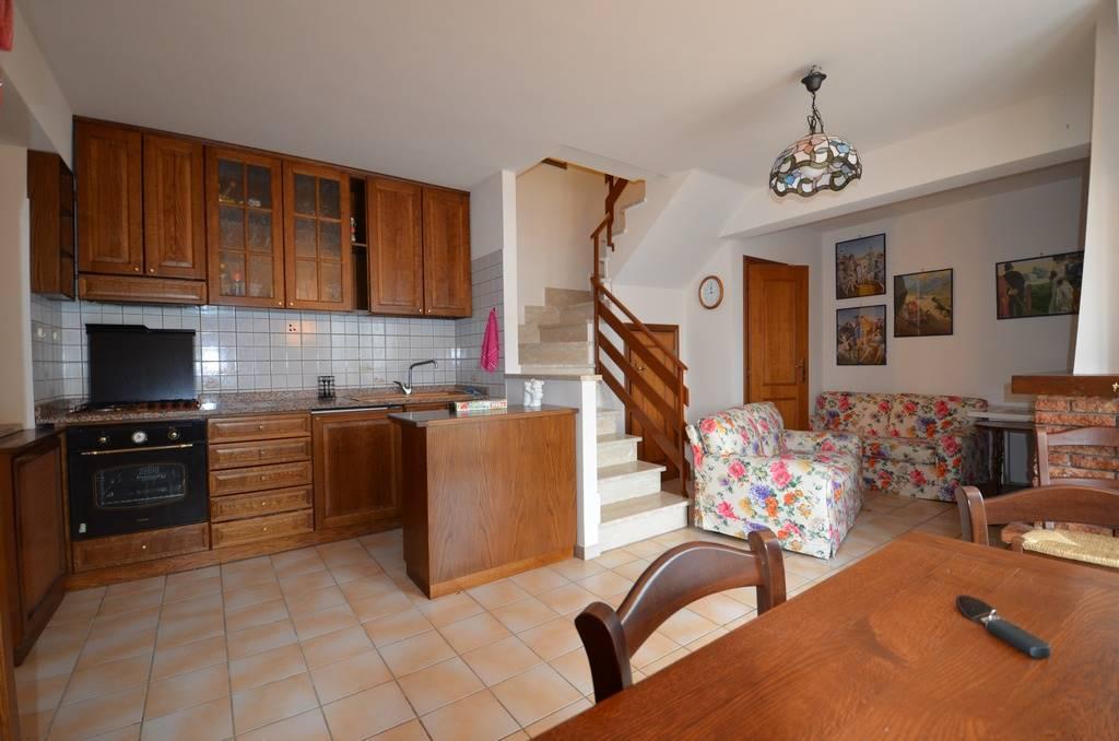 Appartamento in vendita a Campotosto, 3 locali, prezzo € 49.000 | CambioCasa.it