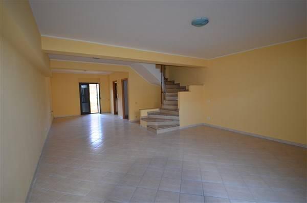 Villa a Schiera in vendita a Tarano, 7 locali, zona Zona: Baracche di San Polo (Borgonuovo), prezzo € 148.000 | CambioCasa.it