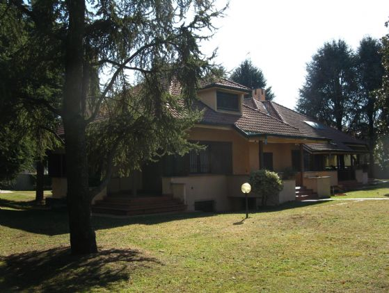 Villa in vendita a Gerenzano, 8 locali, Trattative riservate | CambioCasa.it