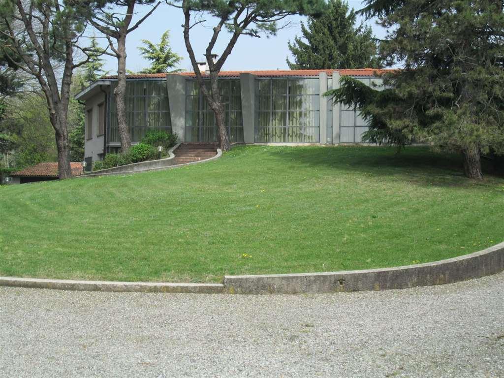 Villa in vendita a Turate, 10 locali, Trattative riservate | CambioCasa.it