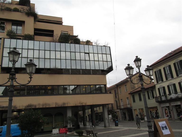 Ufficio / Studio in affitto a Saronno, 7 locali, zona Zona: Centro, prezzo € 1.500 | CambioCasa.it