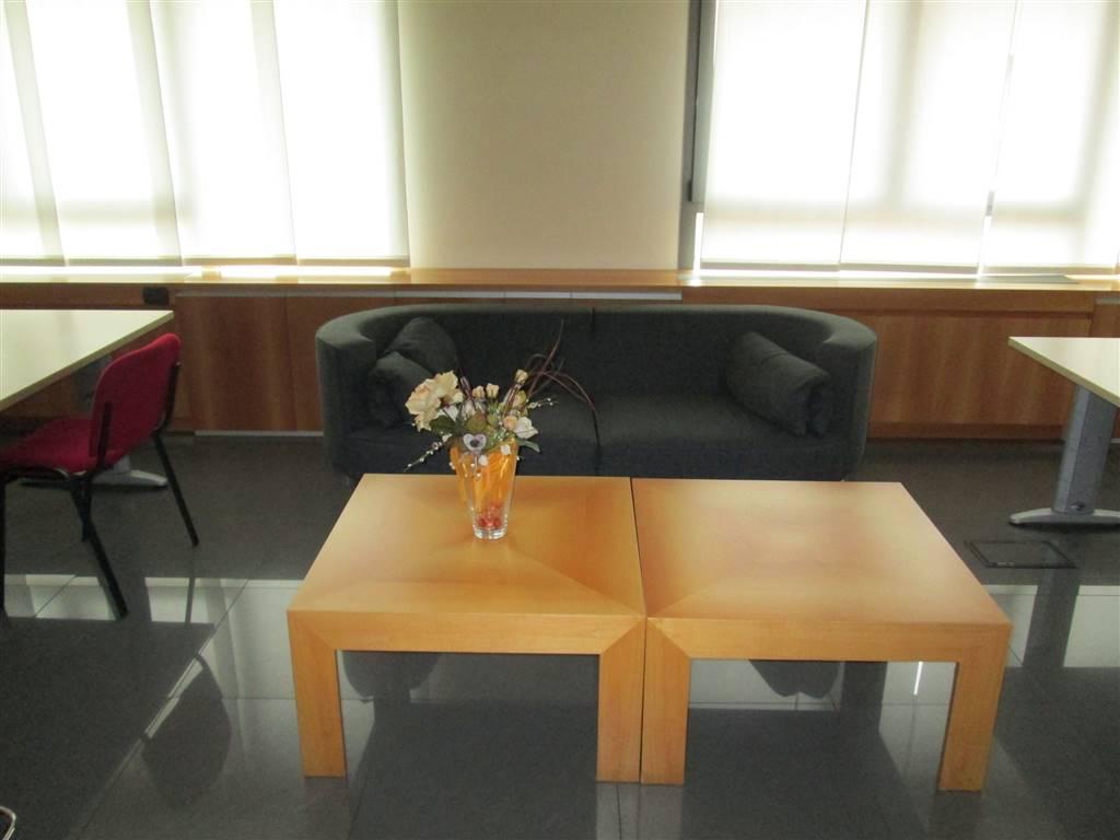 Ufficio / Studio in affitto a Saronno, 9999 locali, zona Zona: Posta nuova, prezzo € 3.750 | CambioCasa.it