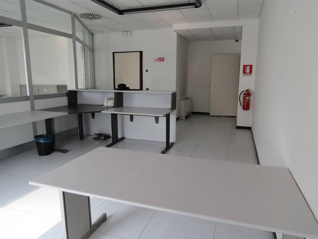Ufficio / Studio in affitto a Saronno, 9999 locali, zona Zona: Posta nuova, prezzo € 850 | CambioCasa.it