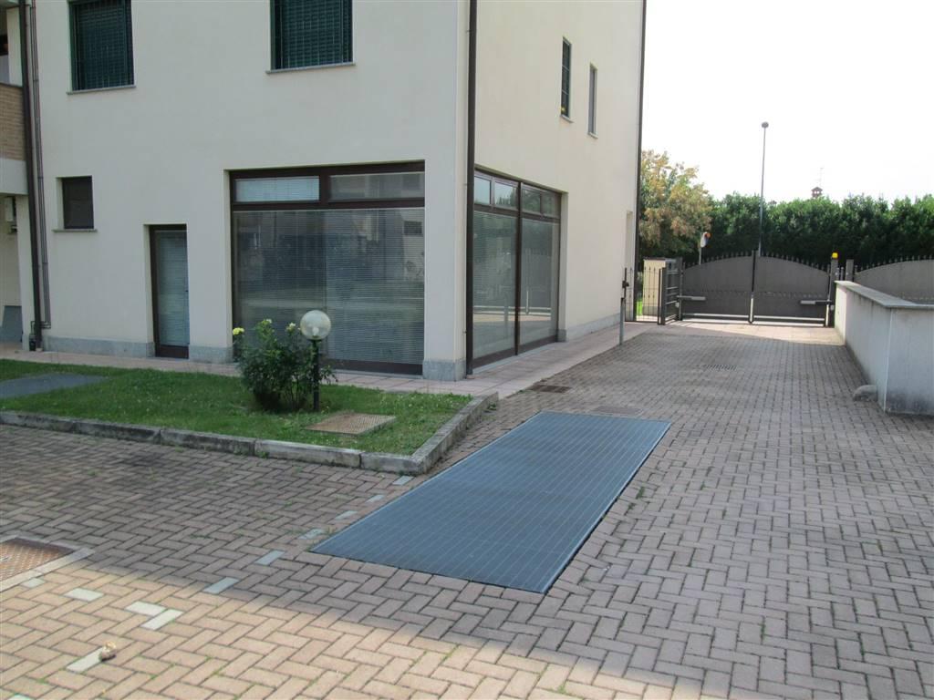 Negozio / Locale in vendita a Saronno, 2 locali, prezzo € 130.000 | CambioCasa.it