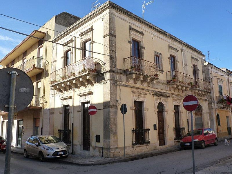 Vendita palazzi siracusa cerco palazzo in vendita for Piani di palazzi contemporanei