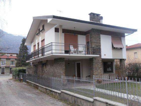 Villa in vendita a Roccaforte Mondovì, 7 locali, prezzo € 220.000 | Cambio Casa.it