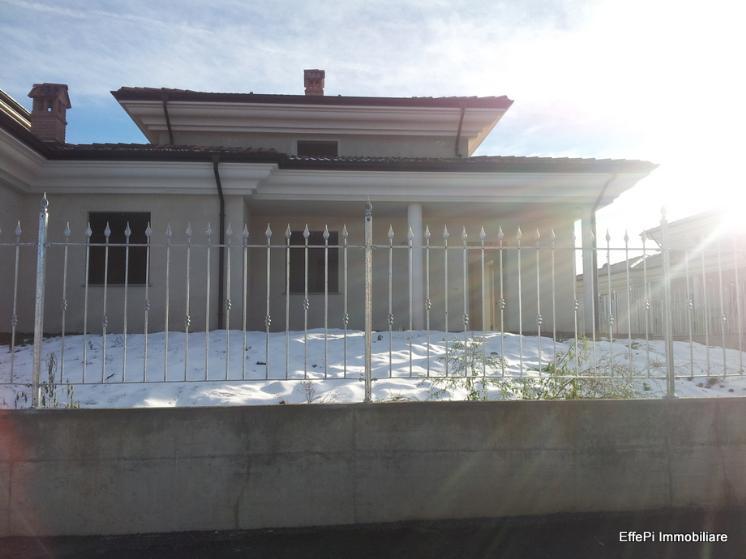 Soluzione Semindipendente in affitto a Carrù, 6 locali, prezzo € 800 | CambioCasa.it