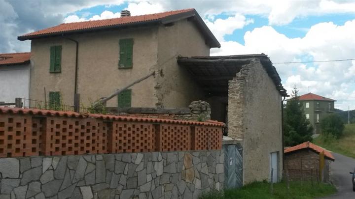 Soluzione Semindipendente in vendita a Cengio, 7 locali, prezzo € 80.000   CambioCasa.it