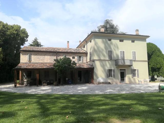 Villa-Villetta  in Affitto a Parma