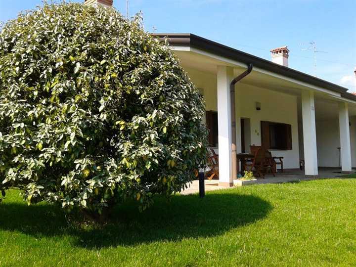 Villa in vendita a Ronchi dei Legionari, 8 locali, prezzo € 259.000 | Cambio Casa.it
