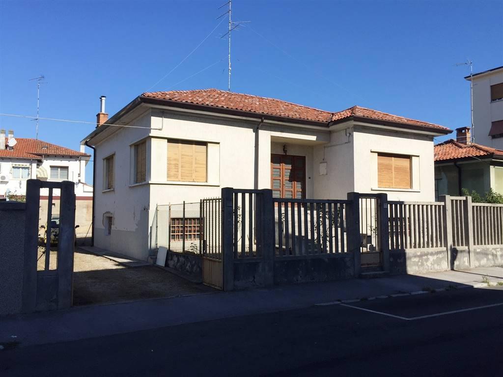 Villa in vendita a Monfalcone, 1 locali, zona Zona: Crosera, Trattative riservate | Cambio Casa.it