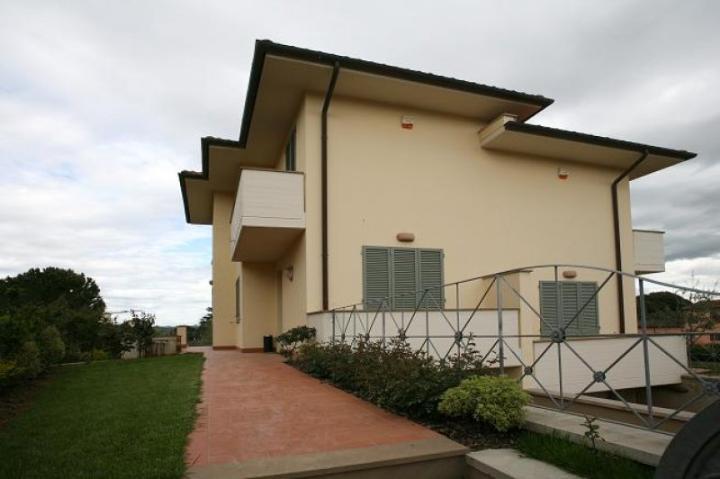 Appartamento in affitto a Capannoli, 7 locali, Trattative riservate | CambioCasa.it