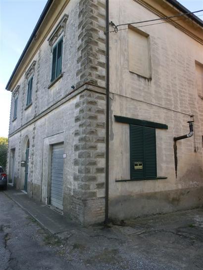 Villa in vendita a Palaia, 8 locali, prezzo € 215.000 | CambioCasa.it