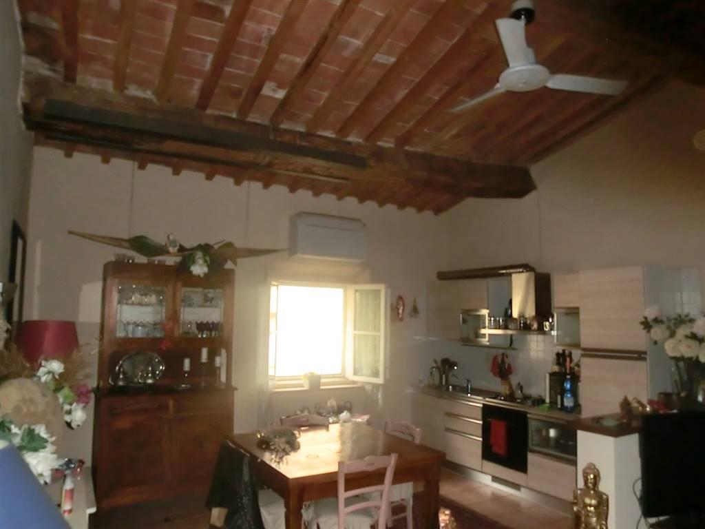 Appartamento in vendita a Peccioli, 4 locali, prezzo € 95.000 | CambioCasa.it