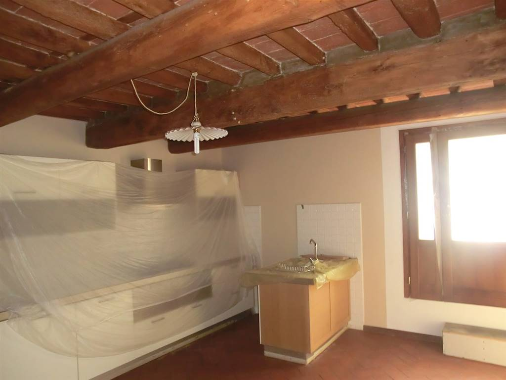 Appartamento in vendita a Capannoli, 6 locali, prezzo € 135.000   CambioCasa.it